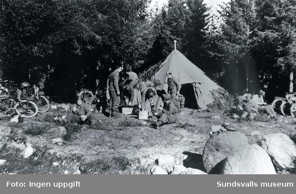 """""""Fra en mannöver som varte i flere dögn. Vi lå da i telt.""""  (Einar Hegg, Nybergsund, augusti 1988)(Jfr 88:052,13)"""