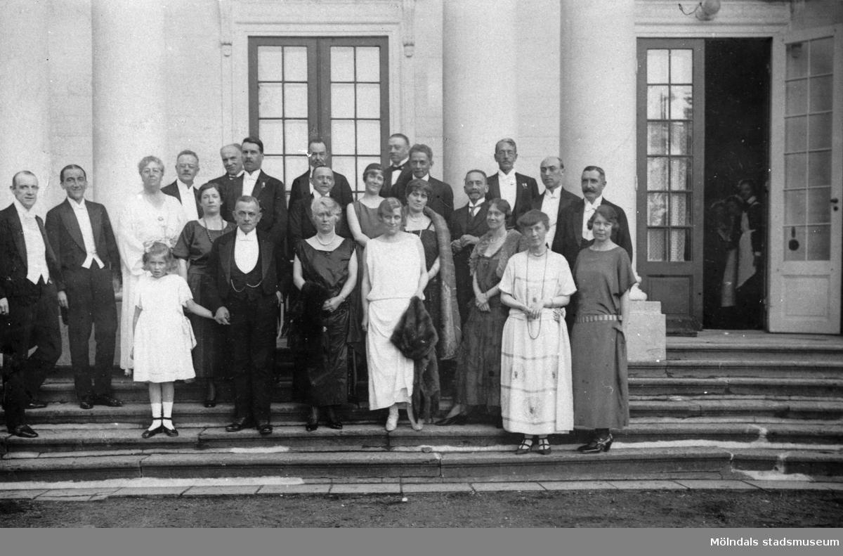 """""""Pressherrarne - middag, den 22 juli 1923"""". Internationellt pressbesök på Gunnebo slott."""