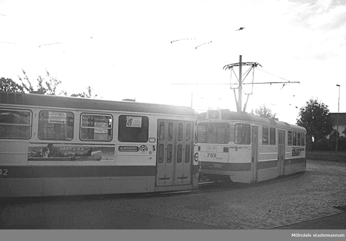 Spårvagn 4. Mölndalsbro i dag - ett skolpedagogiskt dokumentationsprojekt på Mölndals museum under oktober 1996. 1996_1061-1076 är gjorda av högstadieelever från Kvarnbyskolan 9C, grupp 3. Se även 1996_0913-0940, gruppbilder på klasserna 1996_1382-1405 samt bilder från den färdiga utställningen 1996_1358-1381.