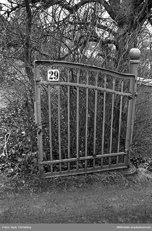 Yngeredsfors kraft AB tvingades köpa tomt och hus sedan de hade byggt en kraftledning alltför nära tomten. Se rivningslov 1992-02-13.