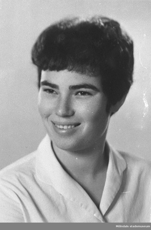 """Rosas dotter Mirjam, 27 år.""""Våra flickor"""" som familjen Johansson kallade de tre polska judiska systrarna och deras kusin (Rosa, Mina, Madzia och Sara), som kommit från ett koncentrationsläger till Mölndal 1945. De flyttade till Israel 1948."""