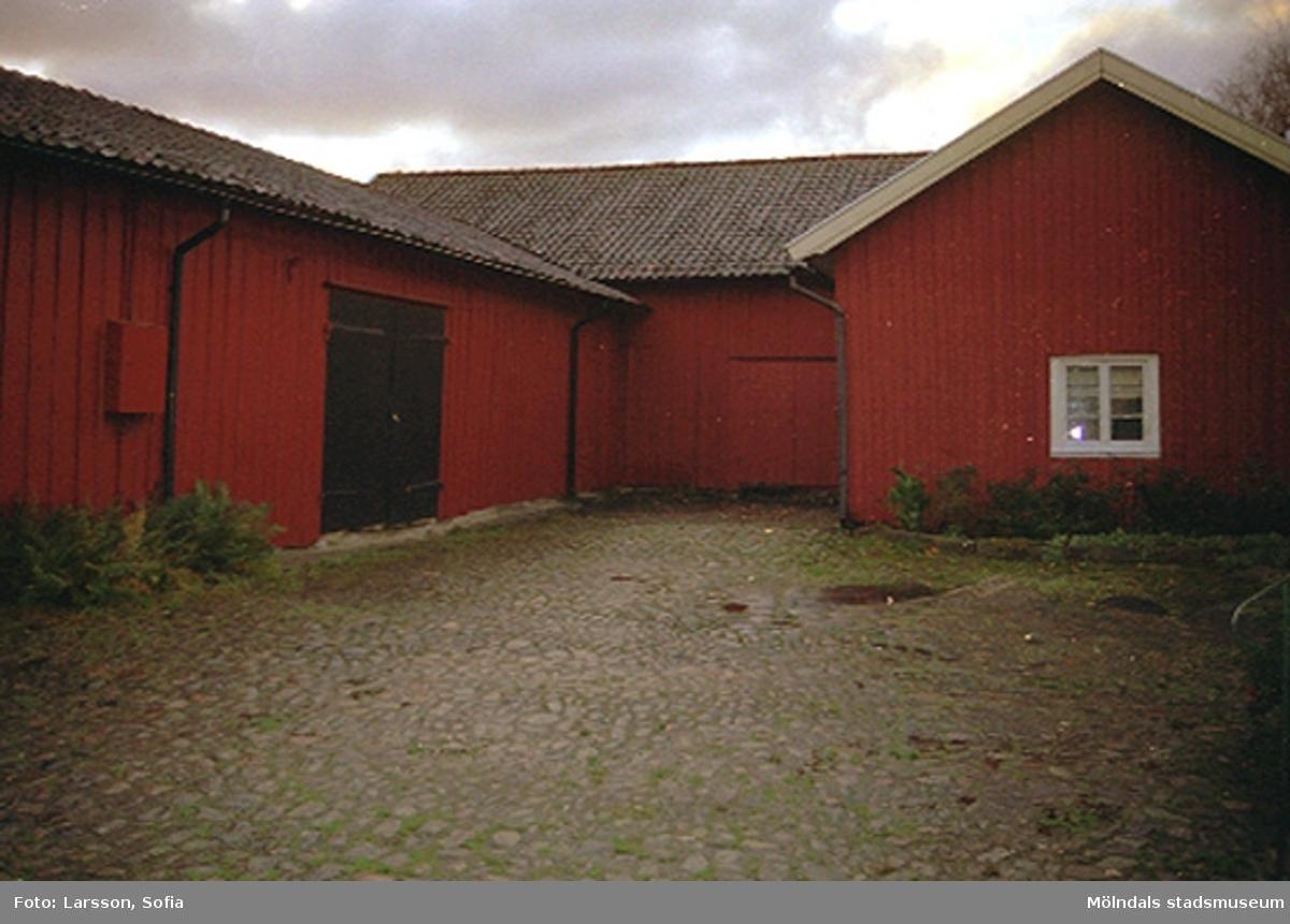 Sandbäcksgatan 1, Parkmätaren 2, 2001-11-07. Hör ihop med: 2002_0410 - 0414.