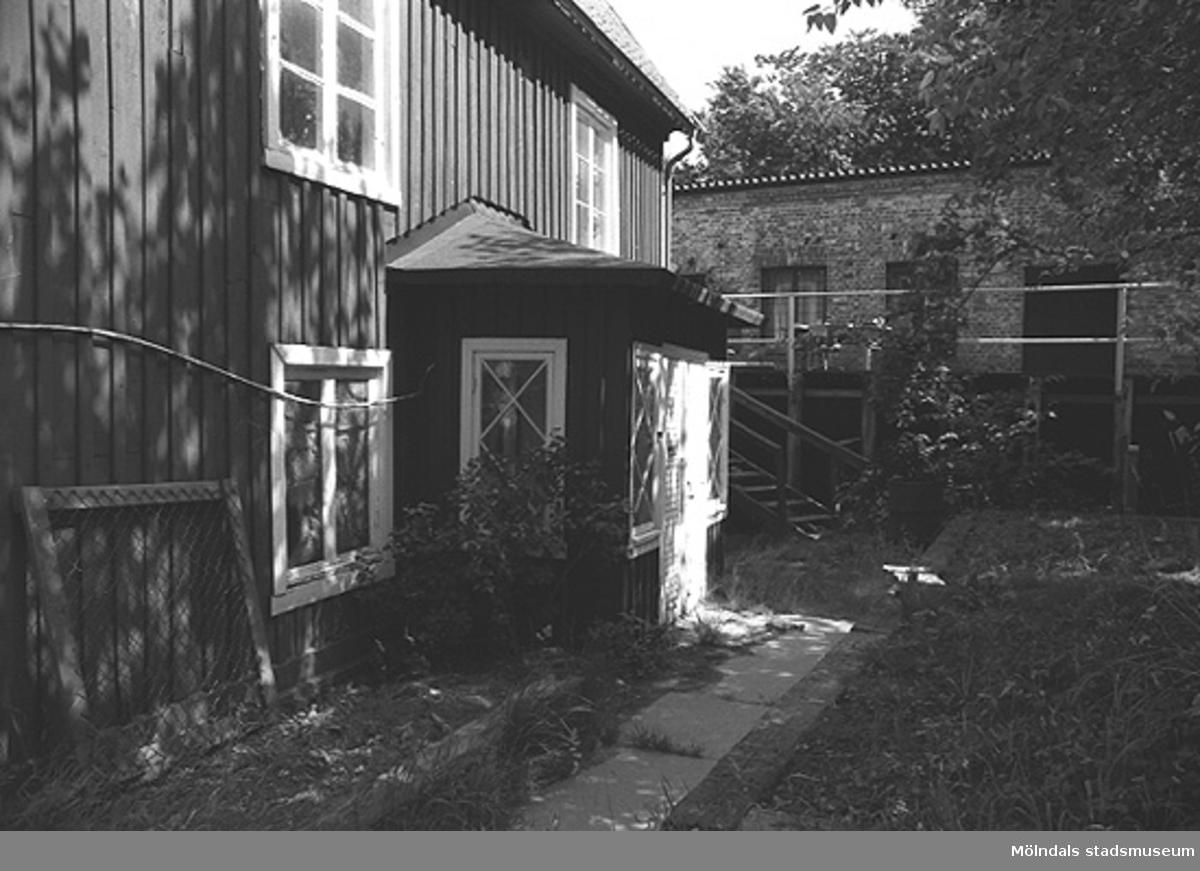 Huset med dess trädgård.