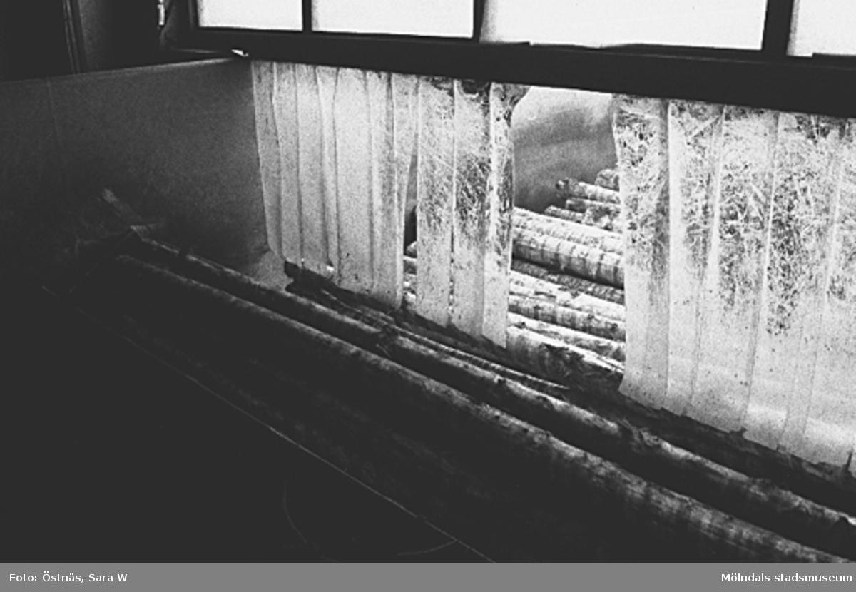 Detalj av papperstillverkning.Bilden ingår i serie från produktion och interiör på pappersindustrin Papyrus.