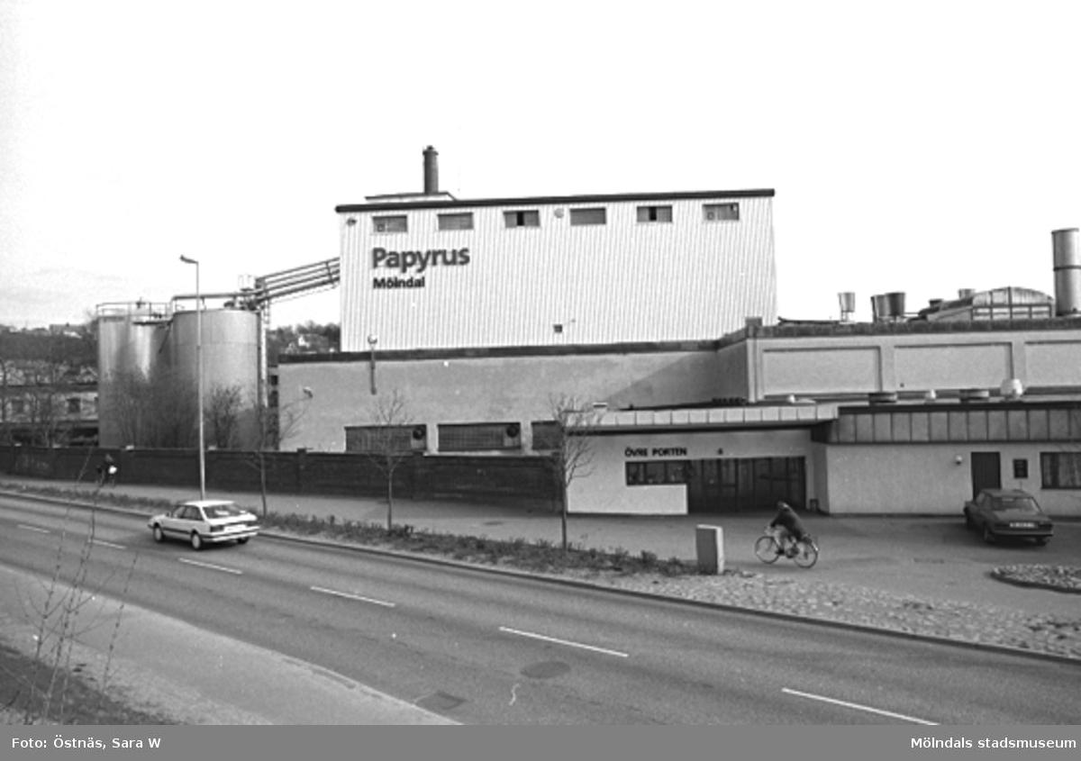 Vy över Papyrus. Bilden ingår i serie från produktion och interiör på pappersindustrin Papyrus, 1980-talet.