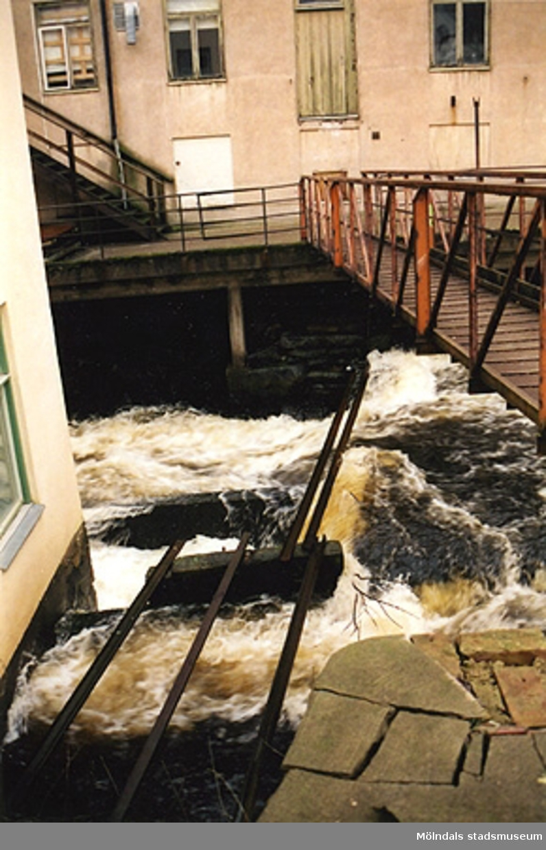 Mölndals fallen/Forsen i Mölndals Kvarnby. År 2000.