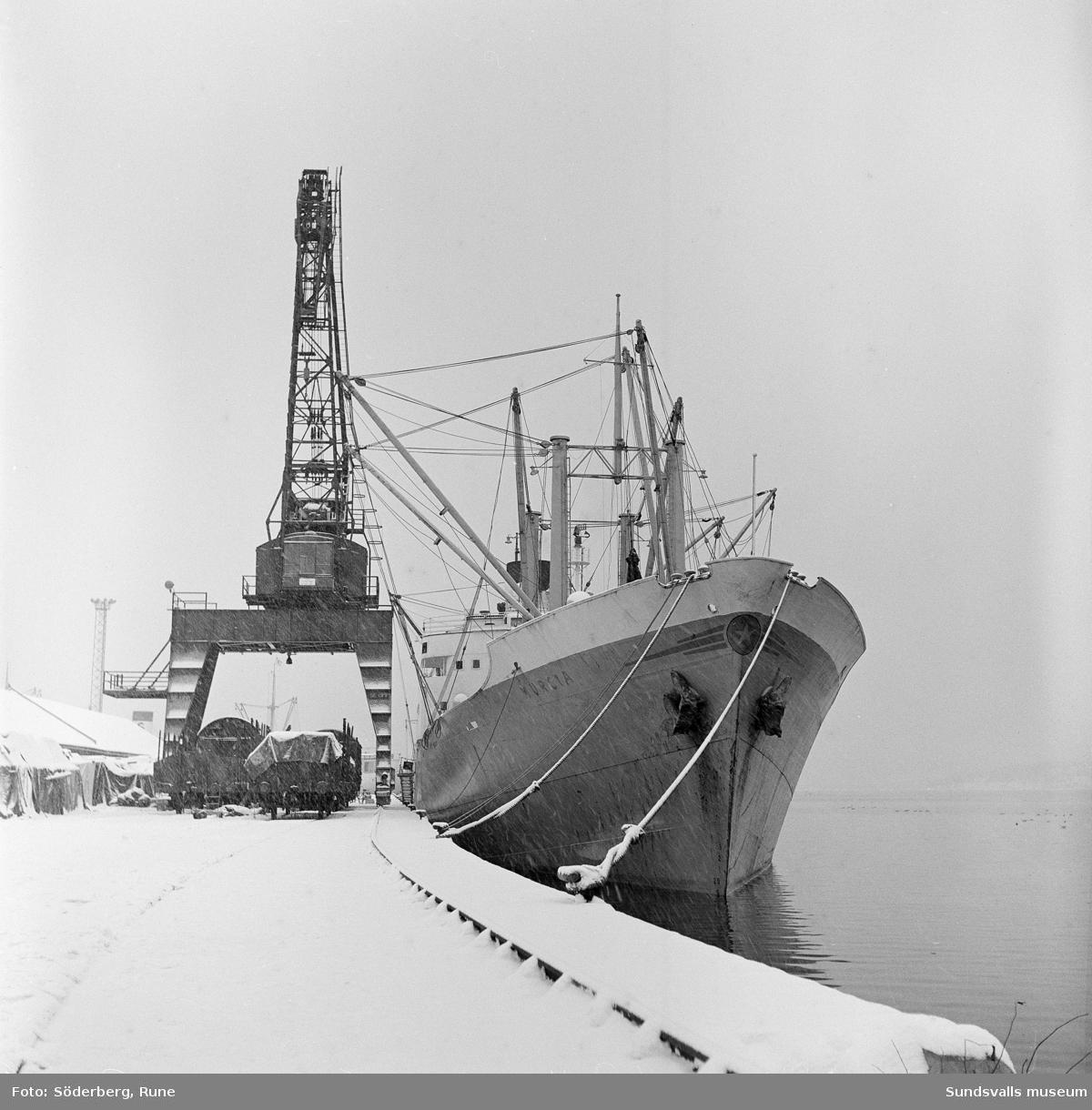 Fartyg i Sundsvalls hamn.
