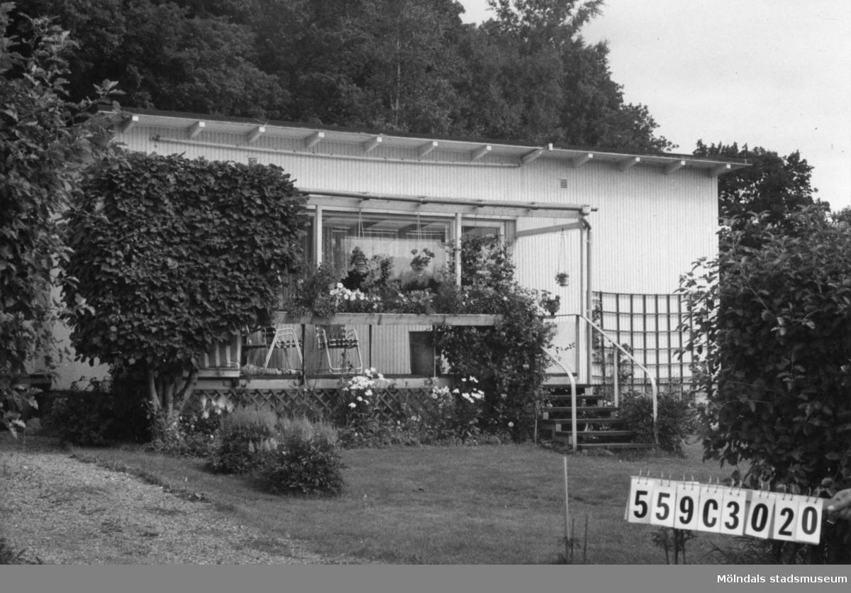 Byggnadsinventering i Lindome 1968. Fagered. Hus nr: 559C3020, t. yrkesskolan. Benämning: permanent bostad, garage och skjul. Kvalitet, bostadshus: god. Kvalitet, garage och skjul: dålig. Material: trä. Övrigt: fint anpassat. Tillfartsväg: framkomlig. Renhållning: soptömning.