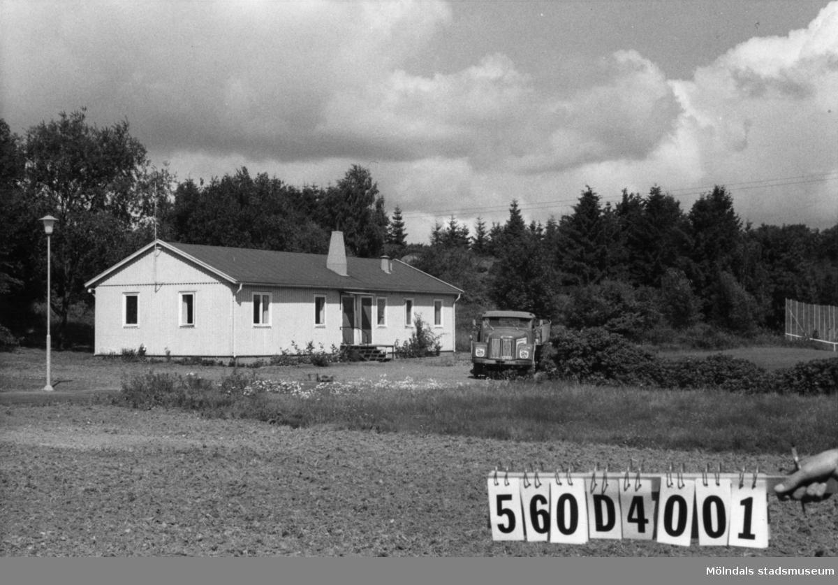 Byggnadsinventering i Lindome 1968. Fagered. Hus nr: 560D4001, t. yrkesskolan. Benämning: yrkesskola. Kvalitet: god. Material: trä. Tillfartsväg: framkomlig. Renhållning: soptömning.