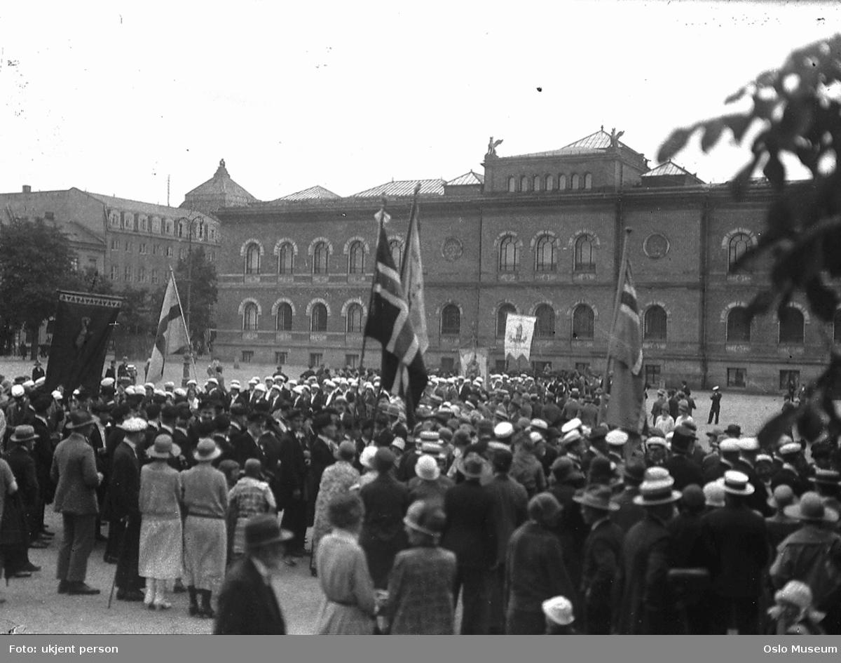 studentmøte, opptog, avmasj, flagg, faner, Nasjonalgalleriet