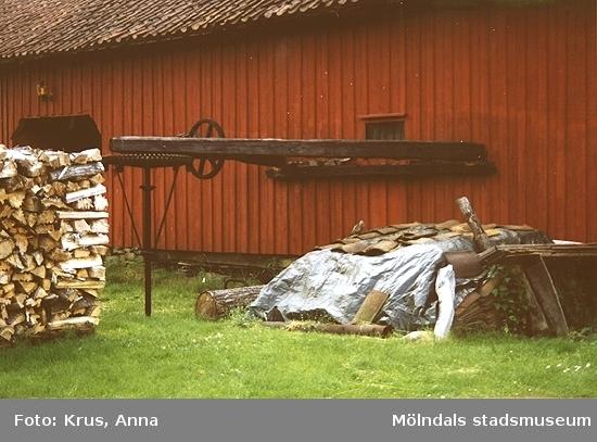 Detaljbild av tröskvandring (unik i Mölndals kommun). Hällesåker 4:50, Salves gård.