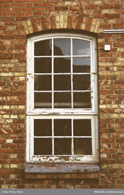 """Kängurun 18. Krokslätts fabriker. """"Innergården"""" - fönster."""