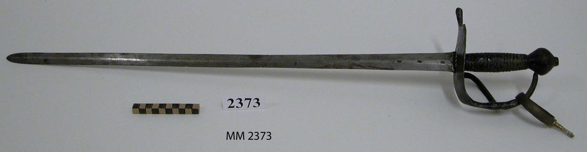 Huggare m/1832. På klingan instämplat: en krona