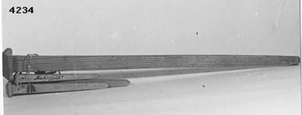 Spik, roder-, modell av trä. Märkt: årtal 1764