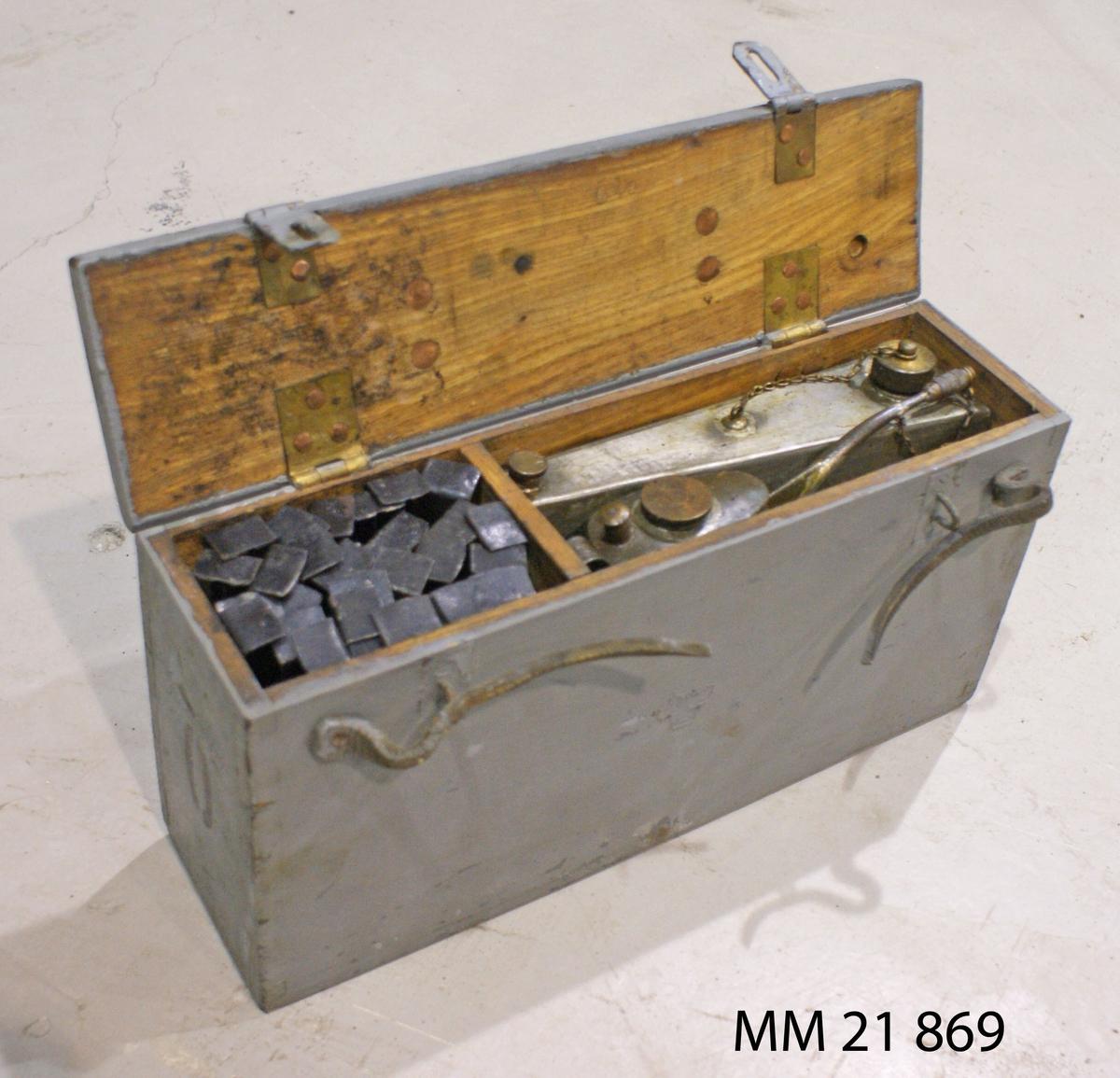 Verktygs- och reservdelslåda till 6,5mm kulspruta m/14. Av trä. SSS 223,6.