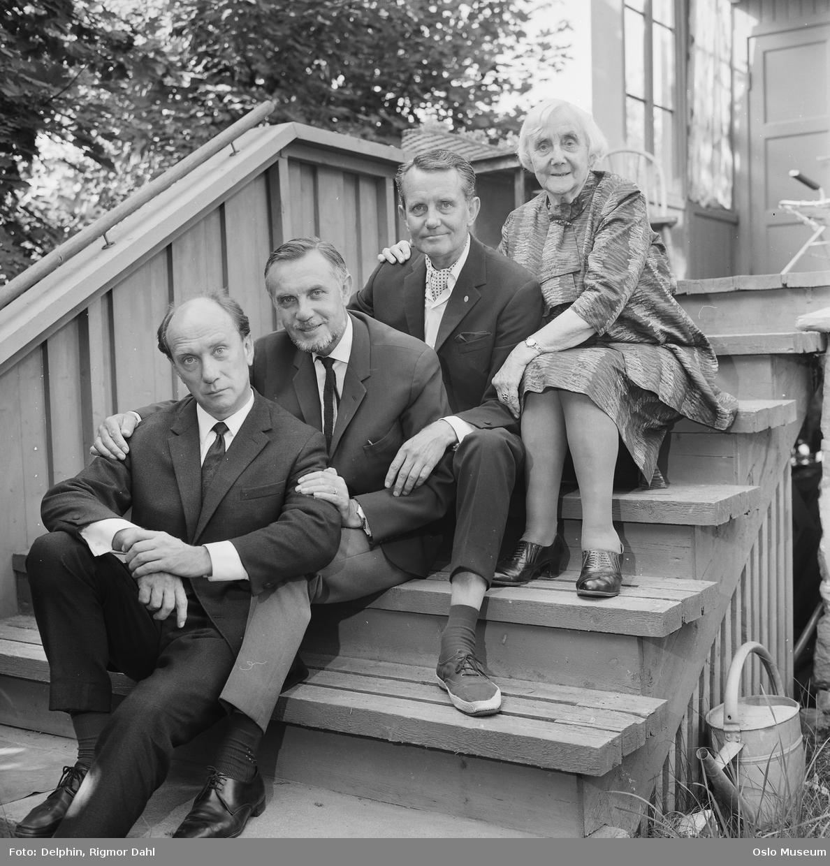 familiegruppe, kvinne, menn3, skuespillere