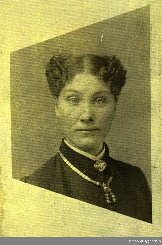 Margit Aalrust, fødd 1859 i Hemsedal, gift Glesne