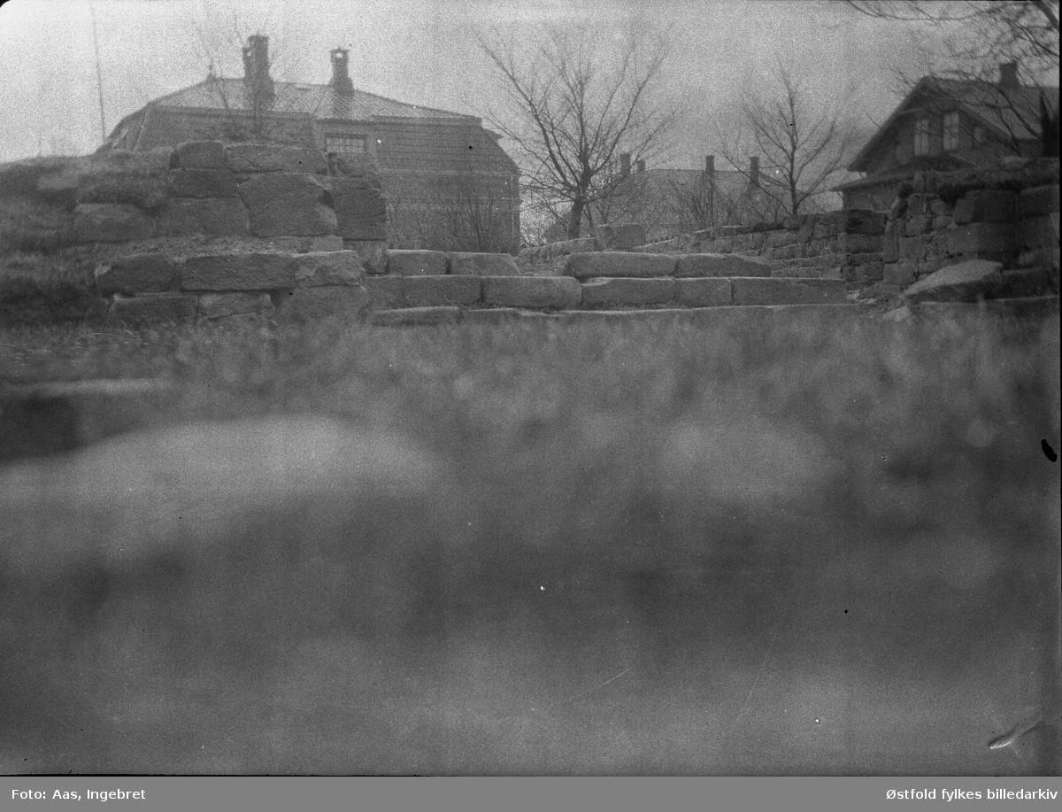 Ruinparken (Nikolas-kirkens ruiner), Borgarsyssel Museum ca. 1925.