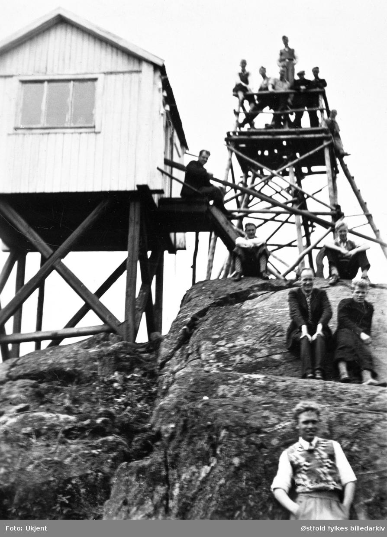 Fra Linnekleppen brannvakttårn i Rakkestad, 1930-tallet. Ingen navn på personer.