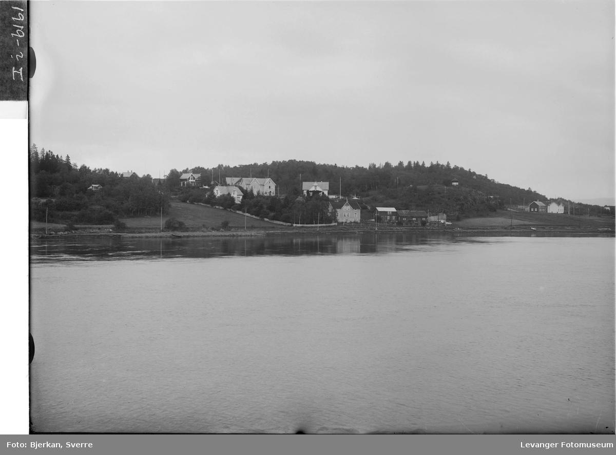 Levangersundet med Korenhaugen og Staupshaugen i bakgrunnen