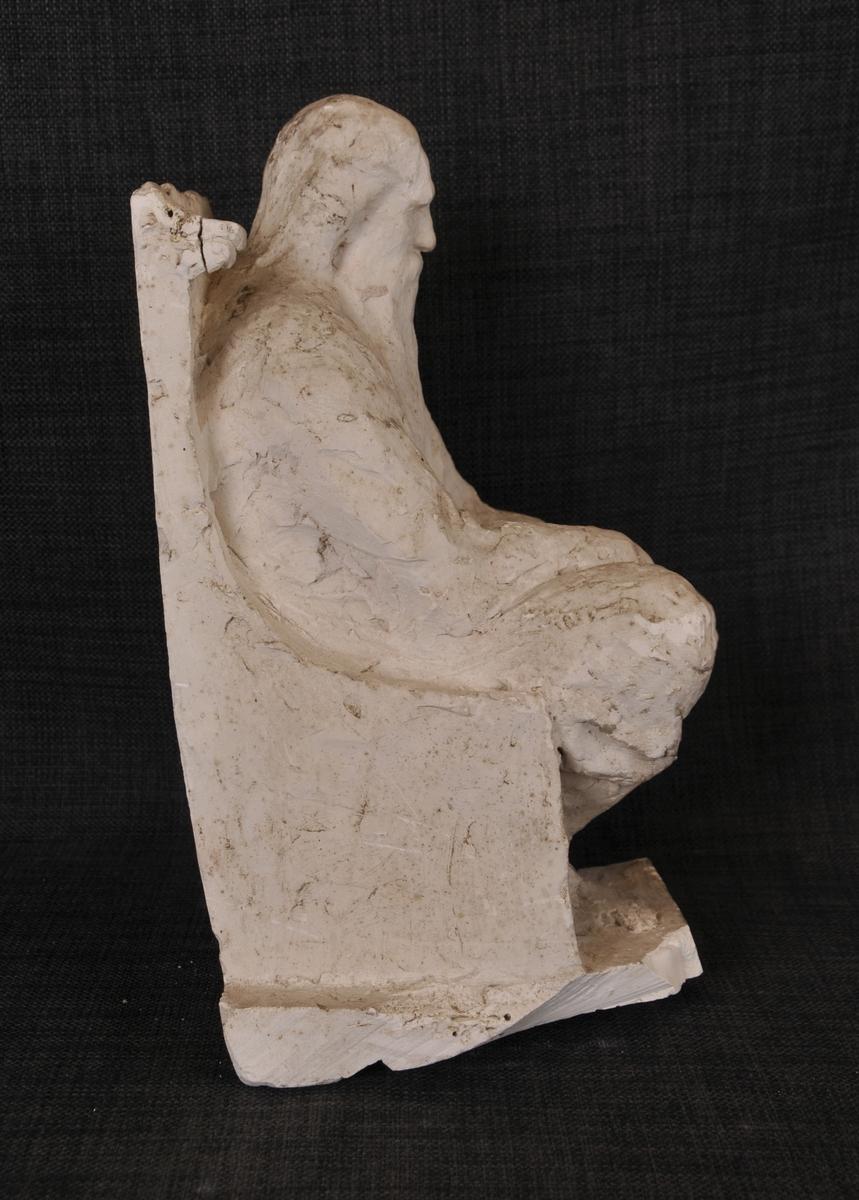 Eldre mann som sit på ein stol. Kan vere eit utkast til verket Et gammelt herresete (Olav Kyrre).
