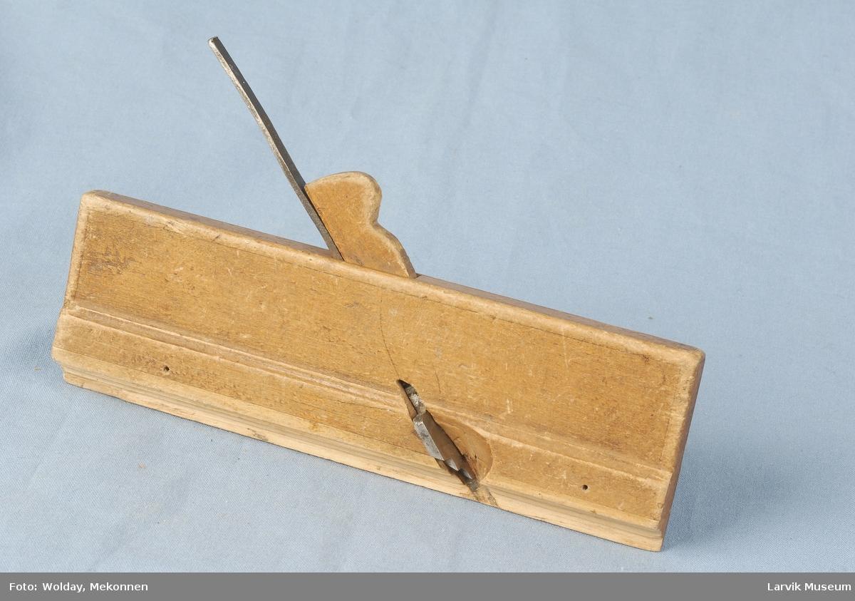 enkel rekt. formet strekdekor