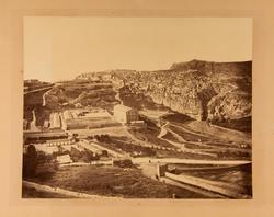 Textat på baksidan: Constantineh. Köpt der 1868. Ad. An.