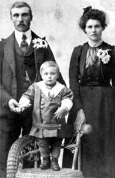 Kristian T. K. med kone og barn