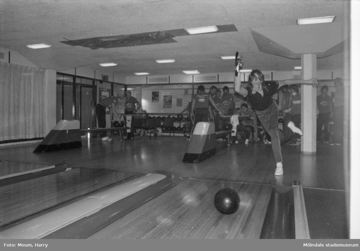 Bowlare i Kållereds bowlinghall, år 1984.  Fotografi taget av Harry Moum, HUM, Mölndals-Posten.