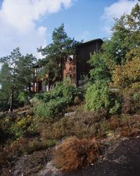 Bolighus bygget på knaus. Arkitekt ATEK v/Jan Lindeberg. Ill