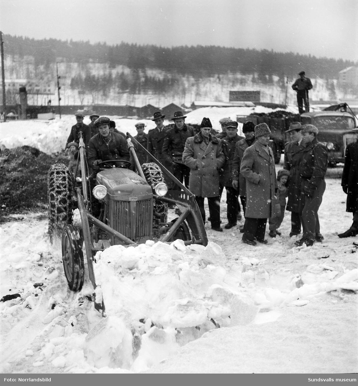 Demonstration av traktor i Hamnen, Norra kajen.