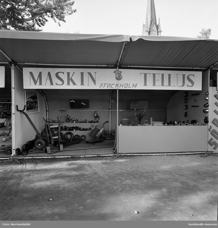 Maskin Tellus från Stockholm. Monter på Sundsvallsmässan 1954. Verktyg, redskap och maskiner.