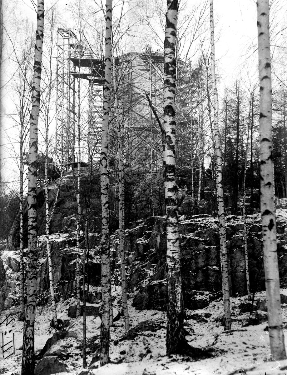 Vattentornet under byggnad, 1921 (2). Fotograf: KJ Österberg eller E Sörman.