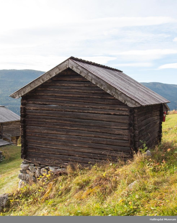 Vedskålen er bygd mellom 1825 og 1850.. Det er et enkelt lite tømmerhus med jordgolv og bordtak.