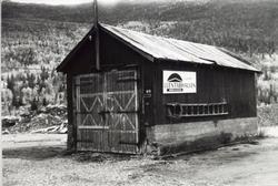 Den gamle og den nye garasjen til Statens vegvesen på Tuv i