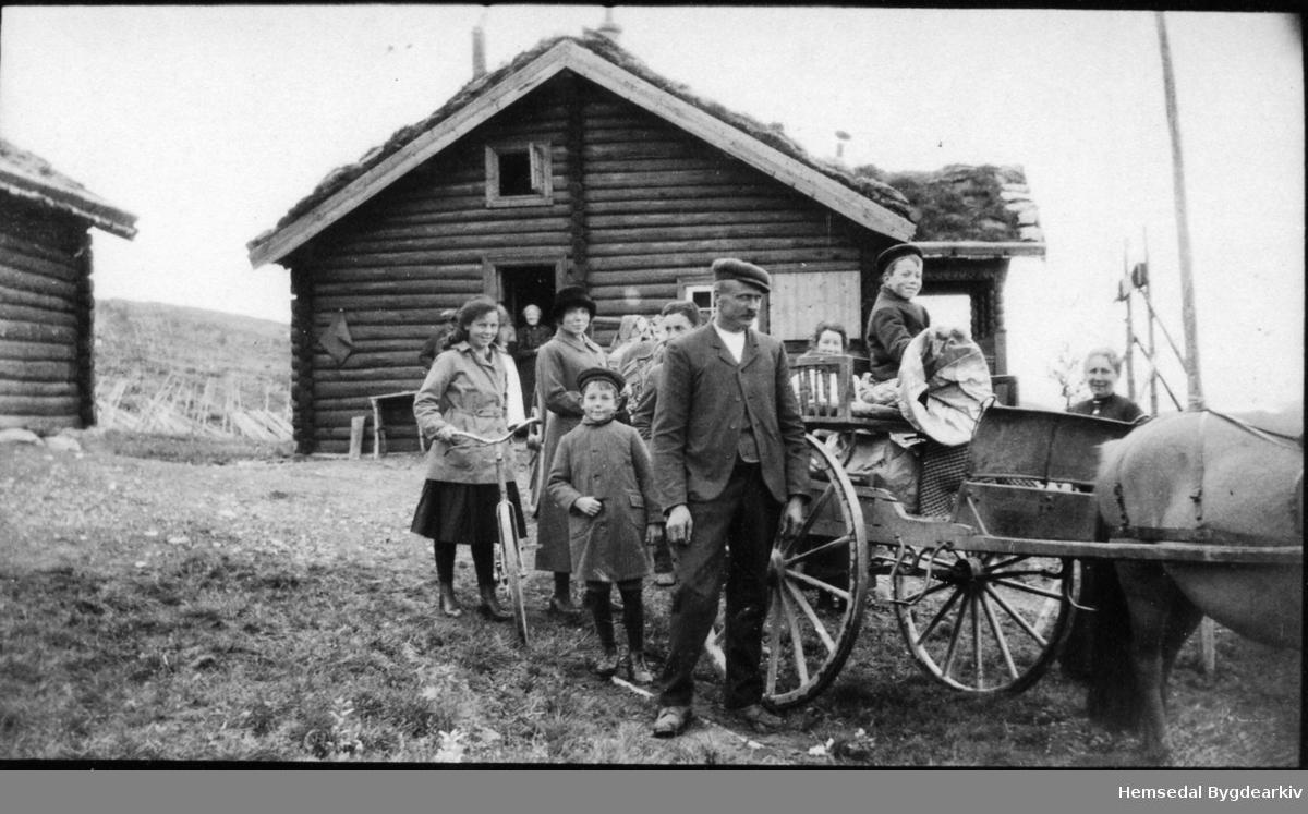 Syver Brennhovd skyssar skipsmeklarane Christie og Tiedemann til Gol frå Trefta i Hemsedal, ca. 1915