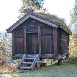 Stolphus stod først i Teigen og deretter i Meiebakka