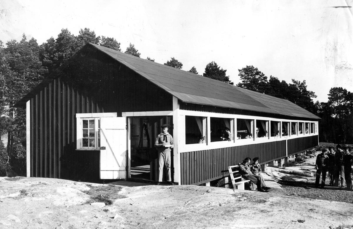 Skeppsgossekåren Minne från 1927-30 Vid en stuga