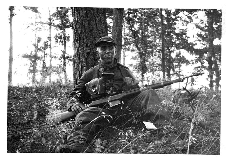 Livregementets husarer, K3. Hallandsmanöver 1961. Soldat Hagberg på fast spaning.