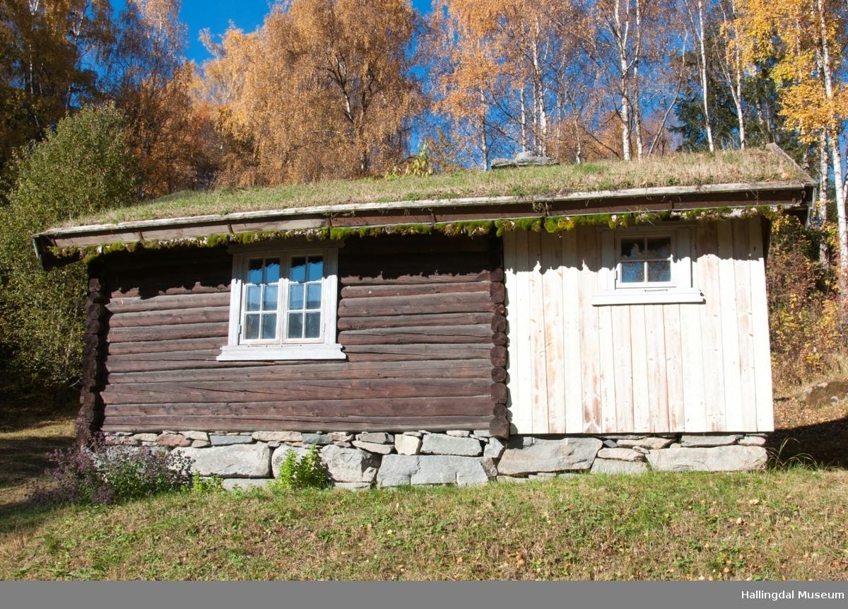 Stugu fra Sutøy under Prestegarden på Ål Bygdamuseum, Leksvol