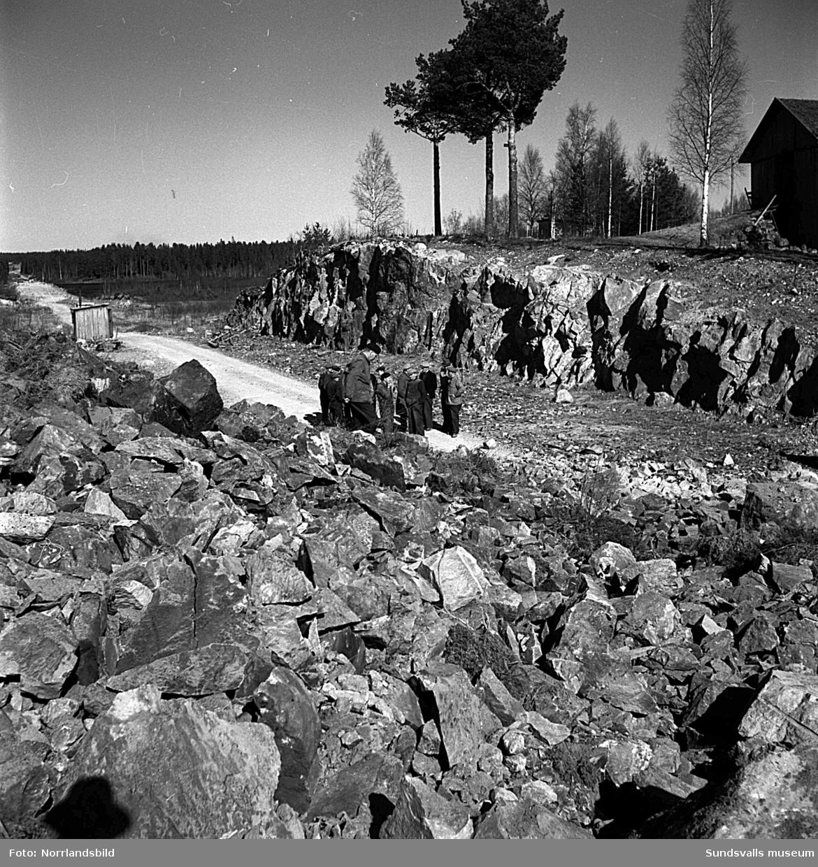 Sprängning för vägbygget i Gökböle vid Bölesjön norr om Torsboda.