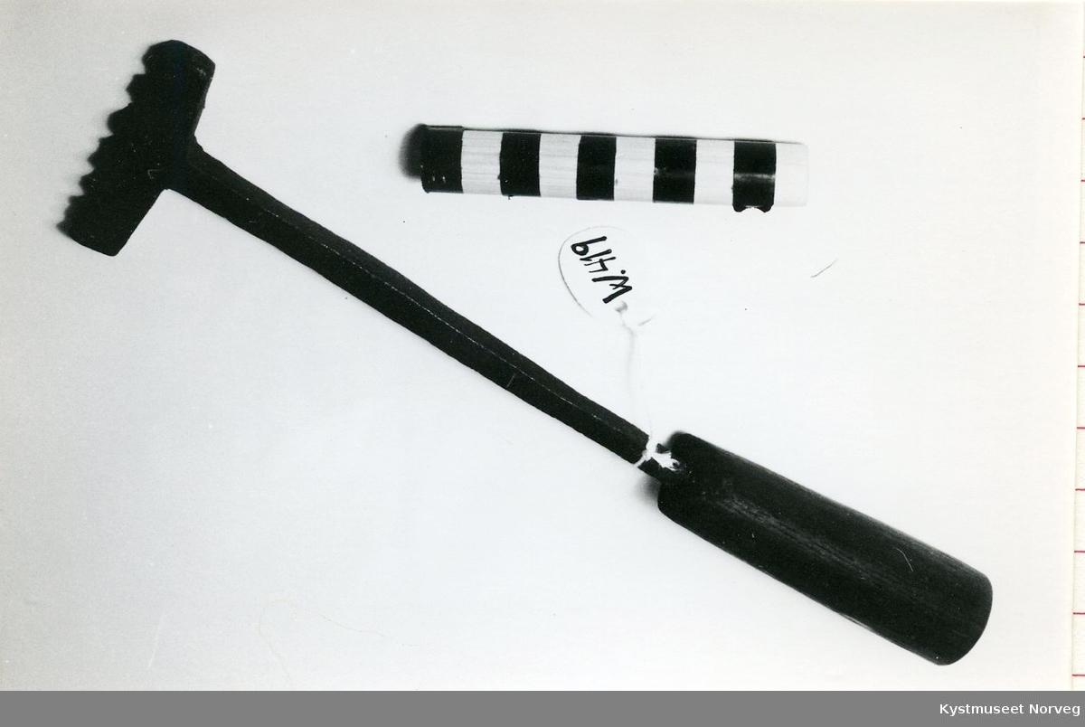 Form: T-formet jern, rundt skaft