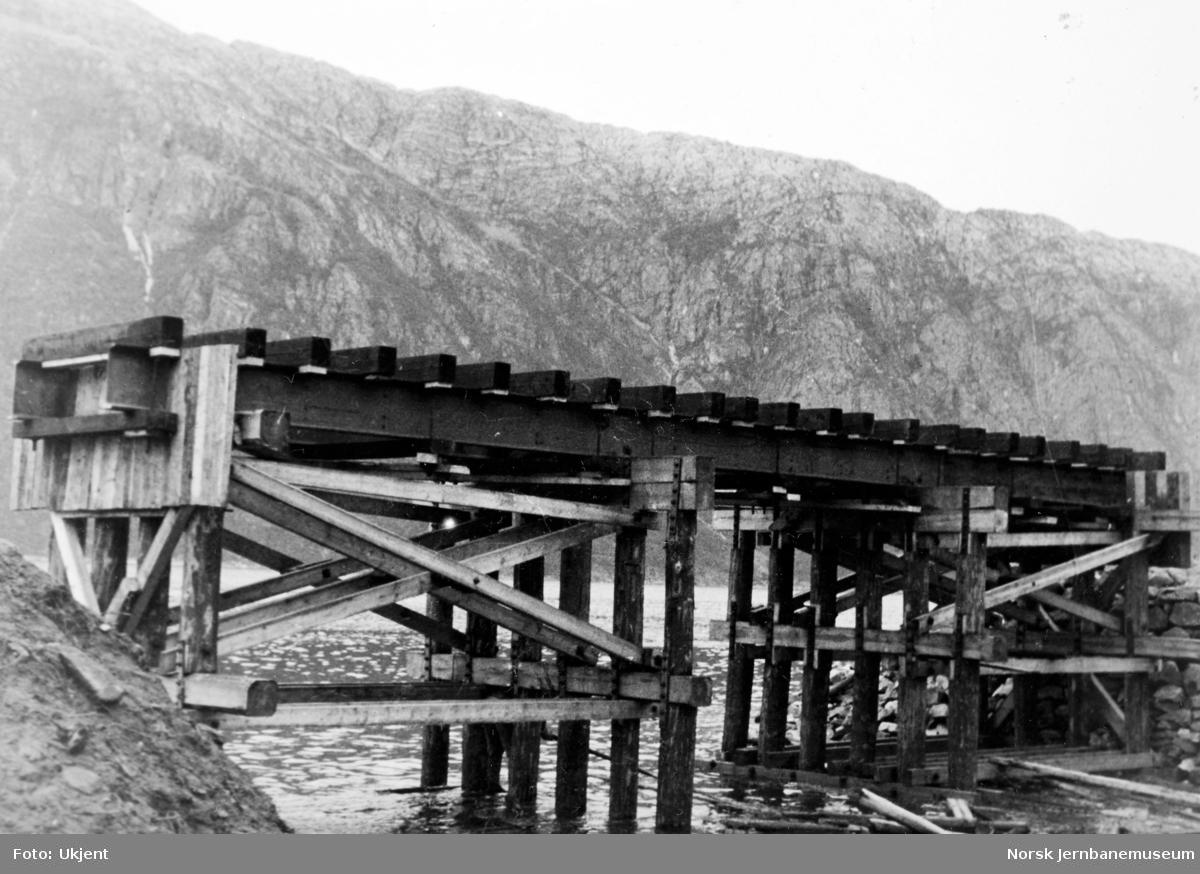 Anlegget Mosjøen-Mo i Rana : provisorisk båtundergang pel 285