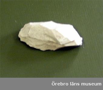 Föremål tillvarataget i strandgrus i samband med besiktning av stenålderslokalen vid Limmingeviken, Flosjöhyttam, Grythyttans sn, Vsml (fl.nr 98) den5 juni 2004. Fl.nr. 98.