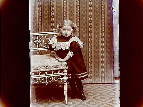 En liten flicka.Evald Larsson
