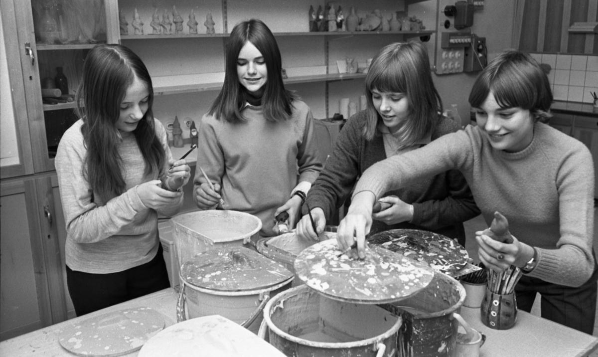 Lucia i Kopparberg 13 december 1967. Flickan längst till höger är Agneta Björnemalm (1954 - 2017).