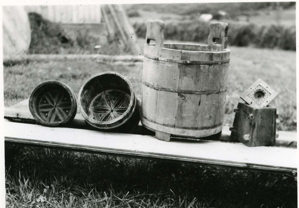 To ystekjerald med solhjul i bunn. Samt en undåslåbytte eller rennebutt og smørform. Alt fra Kjerstein i Øye i Vang.