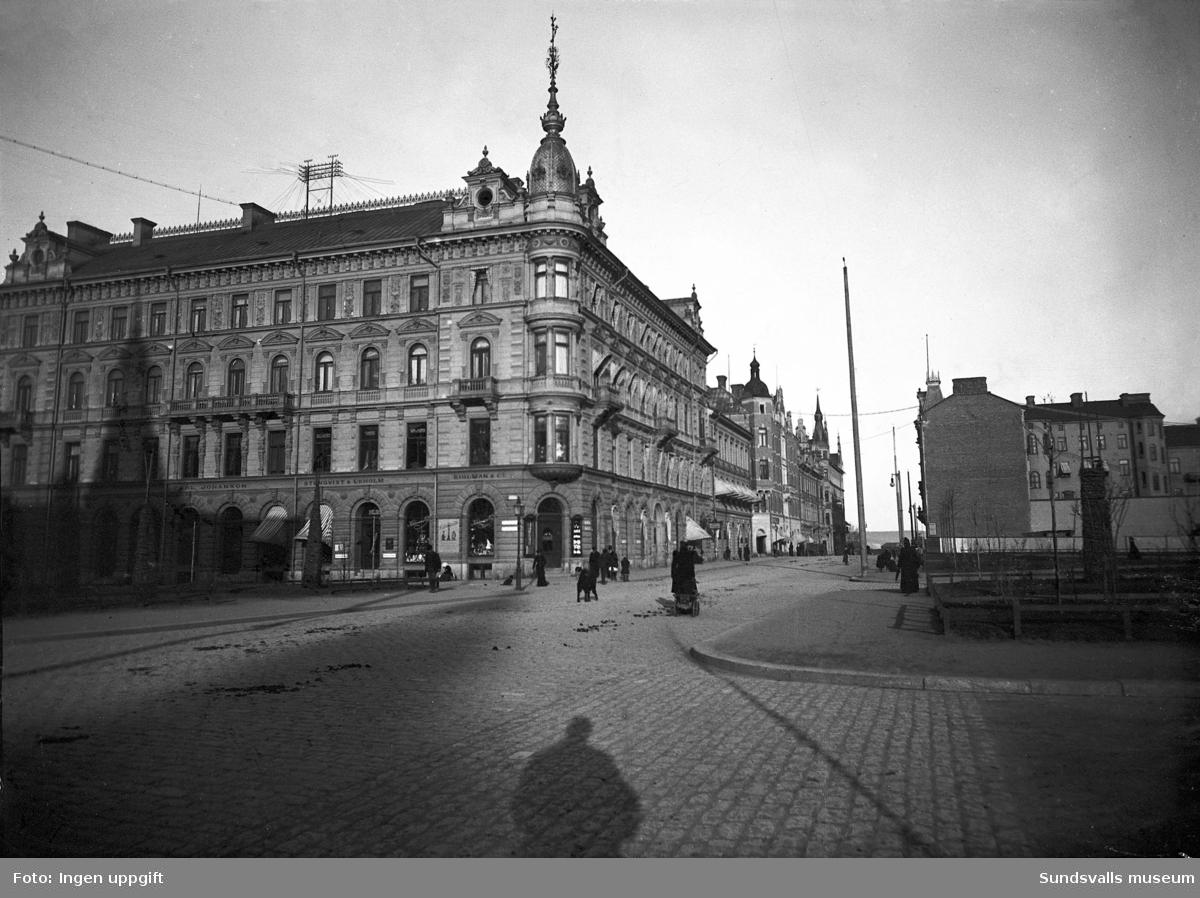 Kihlmanska huset nyuppfört i hörnet Storgatan - Esplanaden.