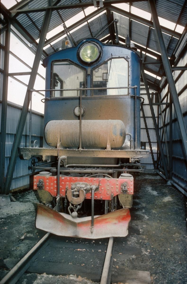 Thamshavnbanens lokomotiv nr. 8 i lokomotivstallen på Thamshavn.