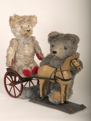 Teddybjørn, Leker, Kosedyr2 teddybjørner fra 1950-tallet. D